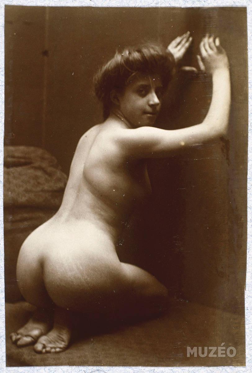 Femme nue agenouillée de Carabin François-Rupert Photo prise ici