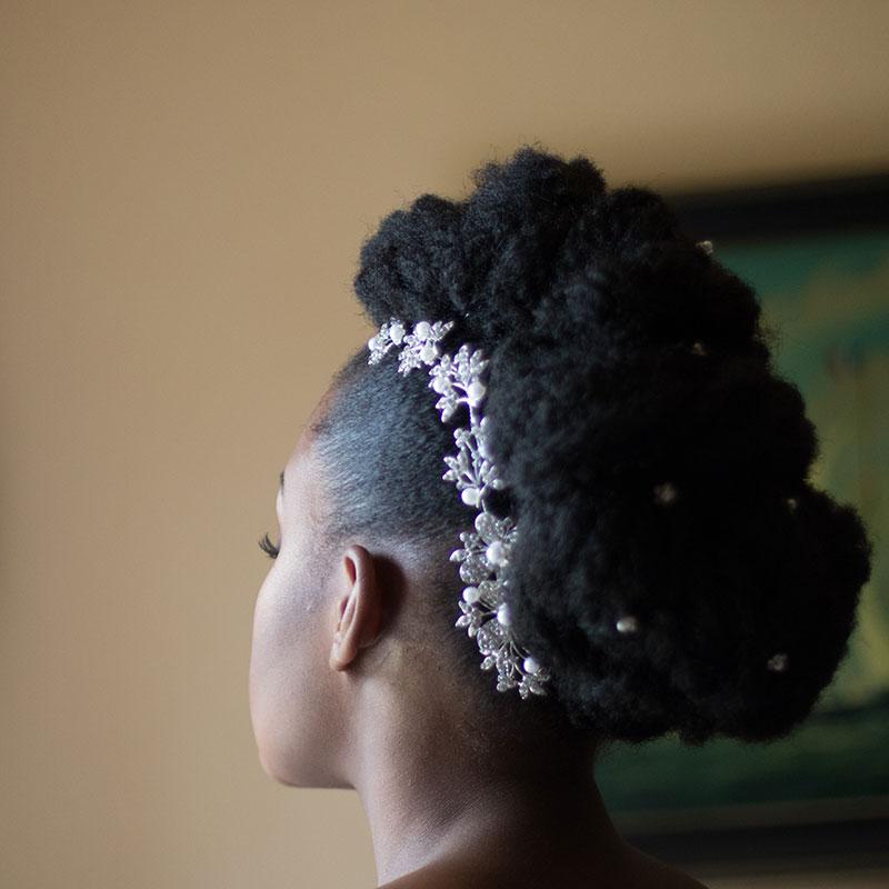 la mriée etait naturelle coiffure de mariage